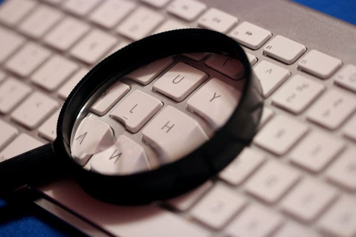 magnifying glass internet scams